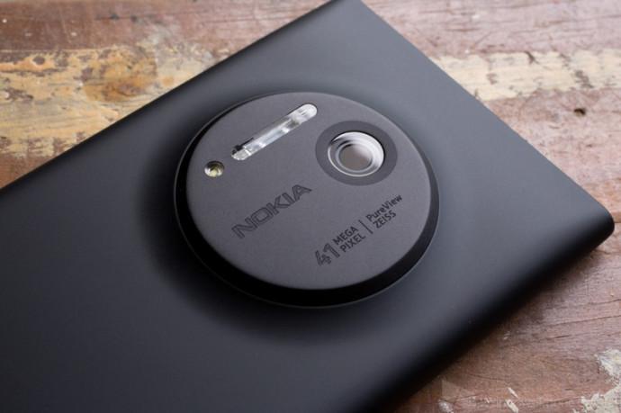 Lumia_1020_Camera_Side